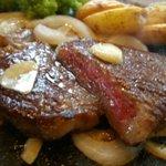 京都ハンバーグ - 京都肉ステーキ 150g ¥2980(税別)