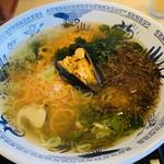 114709736 - 雲丹麺は海藻がたっぷり入った塩味のスープ。