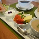 CAFEりんく -  サンドセットのスープ、サラダ、フルーツ・・・