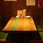鉄板屋 我んが - テーブル