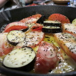 煮込みビストロ 笑う門 - なすトマトチーズ焼き