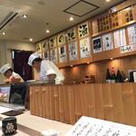 仙令鮨 - カウンターに座りました