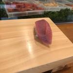入船寿司 - お楽しみ寿司10000円。中トロ。うまーい(╹◡╹) 赤身と脂のバランスが素晴らしい(╹◡╹)。酢飯の酸味とわさびが、いい仕事です(╹◡╹) 偉そうなこと言ってますね(笑)
