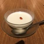 中国薬膳料理 星福 - 杏仁豆腐