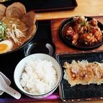 百饅馬力 - チリソースセット&餃子