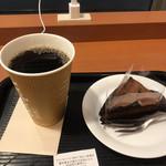 カフェ・ベローチェ - アメリカンコーヒーLサイズ、チョコレートケーキ