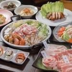 琉球ムーガタ鍋 - 沖縄料理もあります。