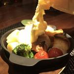 赤羽HAZE - ラクレットチーズ&具材セット。       美味し。