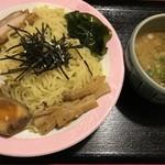 牡丹荘 - 料理写真:つけ麺 豚骨醤油 @700円 大盛(無料)