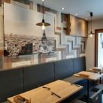 欧風食堂 曽和料理店 - 内観写真:入りやすいカジュアルなカフェ風の内装は、まさに欧風食堂!