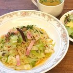 ベーコンと野菜のペペロンチーノ