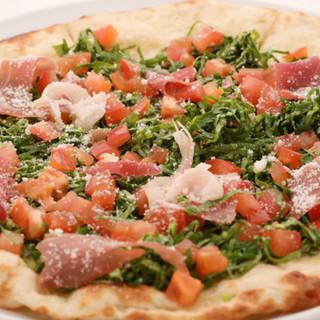 生地から手作り!種類豊富なクリスピータイプの自家製ピザ