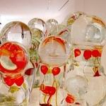 カフェ ダール - 現在パリの人気アーチスト・ジャン=ミシェルオトニエルの作品展開催中