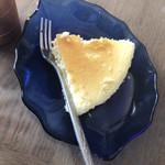蓼科高原チーズケーキ工房 - 料理写真:高さはありませんので ペロッといただけます✩°。⋆⸜(*˙꒳˙*  )⸝