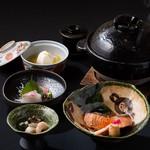 旬の食材による土釜飯やお造りが楽しめる「ミニ会席コース」(7品)