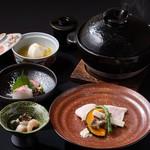 厳選した国産の旬食材で彩った「会席コース」(8品)