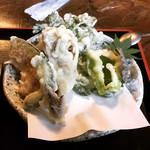 手打ちそば処 麓 - 野菜天ぷら(ミョウガ、ピーマン、ゴーヤ、カボチャ、舞茸、春菊)