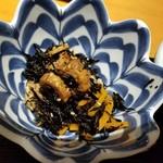 えんの蔵 - ひじきと竹輪の煮物