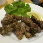 ピッツェリア アッローロ - 肉肉しい「窯焼き豚肉」は、荒々しくカットされていてお肉と脂身のウマさもバッチリ!加えて香草が効いていて香りも良し!