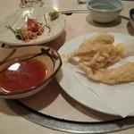魚寅食堂 - キスの天ぷら(しし唐が無くなった後の写メです)