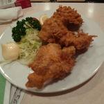 魚寅食堂 - 鶏のから揚げ(一つ無くなった写メです)