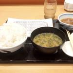 天ぷら定食まきの - 料理写真:まきの定食(1090円)初期配膳。卓上には漬物と塩辛があります。