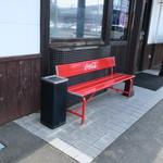 横浜中華 王記厨房 - 店外の喫煙スペース