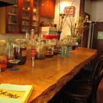 11480798 - カウンターに並ぶ果実酒は飾りだそうですw