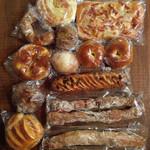 ぶーる・ぶーる・ぶらんじぇり - 12種類14個のパン