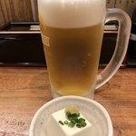 日本そば東京庵 - 生ビールとお通し。
