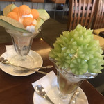 煎豆茶館 杣 - 料理写真:シャインマスカットパフェとメロンパフェ