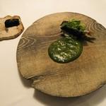 114823420 - 富山県庄川の鮎 豚耳 エゴマの葉巻き 鮎のリゾット 出汁と抹茶のスープポアソン