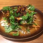 アロハテーブル - 料理写真:パクチーと鶏肉サラダ