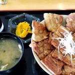 レストランこぶし - 料理写真:あつま豚丼 普通盛