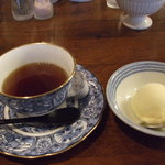ステーキハウス小で毬 - 食後のコーヒーとゆずのソルベ