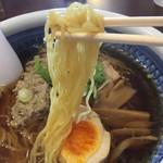 めん八珍 - 麺は細めの縮れ麺です