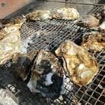 お好み焼き ひろかわ  - 殻付き牡蠣