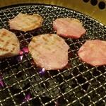 炭火焼肉レストラン フェ -