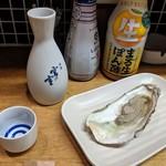 かき焼き はじめ - [料理] 宮の雪 (冷酒) & 焼き牡蠣 (プレーン) 全景♪W