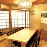 八幡鮨 - 2F座敷テーブル席(計18席)