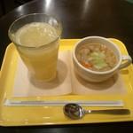 フレッシュネスバーガー - 生グレープフルーツジュースと野菜スープ