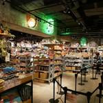 オーサム ストア&カフェ - 併設の雑貨屋さんも面白い