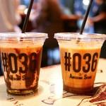 オーサム ストア&カフェ - カフェモカとキャラメルラテ オーサムだから036なのね。 カフェモカはチョコソースが冷えて全く溶けないw
