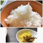 博多せいろ屋 樹々杏 - ご飯と香の物。ご飯の質は普通で、お代わり可能。
