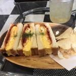 爬虫類カフェ ロックスター - 厚焼き玉子サンド