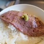 焼肉グルメ 肉郎 - (2019/6月)「黒毛和牛希少部位定食」のミスジとご飯