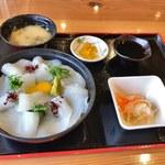 わくわく亭 - いか丼(1830円)