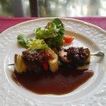 1149998 - 道後「山の手ホテル」ランチ 牛肉のブロセット焼きと香草サラダ添え