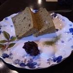 ゆとりこうひぃ 珈芳 - 抹茶とあずきのシフォンケーキ 400円。