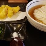 114910270 - いりこ出汁のひやかけうどん(かしわの天ぷら)